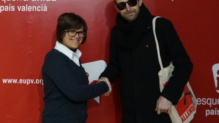 Aurora Mora, responsable de comunicación de EUPV, junto a Toni Mejías, jefe de campaña