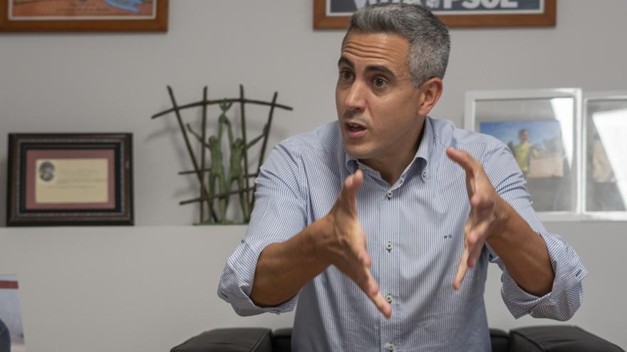 Pablo Zuloaga, secretario general del PSOE de Cantabria y candidato a la reelección, durante la entrevista con elDiario.es.