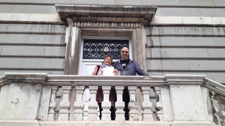 Diego Ramallo y su madre, Bity Sánchez, en el Arzobispado de Madrid.