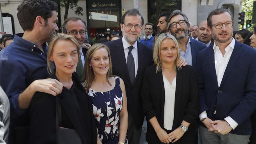 El presidente del Gobierno y del PP, Mariano Rajoy, junto a Marimar Blanco, y otros cargos del PP durante el Homenaje XX Aniversario Miguel Ángel Blanco del Partido Popular.