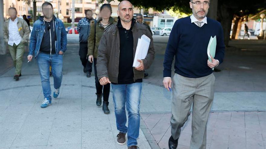 El coordinador general de Esquerra Unida del País Valencià (EUPV), David Rodríguez (centro)