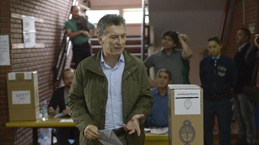 Una encuesta pronostica el triunfo del opositor Macri en la segunda vuelta en Argentina