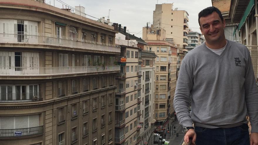 Ginés Ruiz Maciá, abogado de ANSE, en su despacho de la Gran Vía de Murcia / MJA