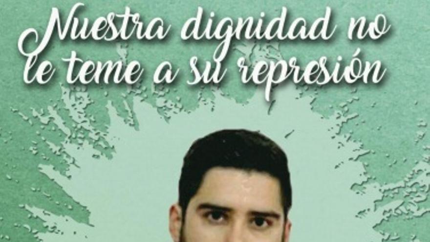 Acto de apoyo al joven activista a las puertas de los juzgados de Cáceres