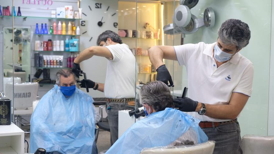 Primer día de peluquerías abiertas Fase cero /Foto: Luis Serrano