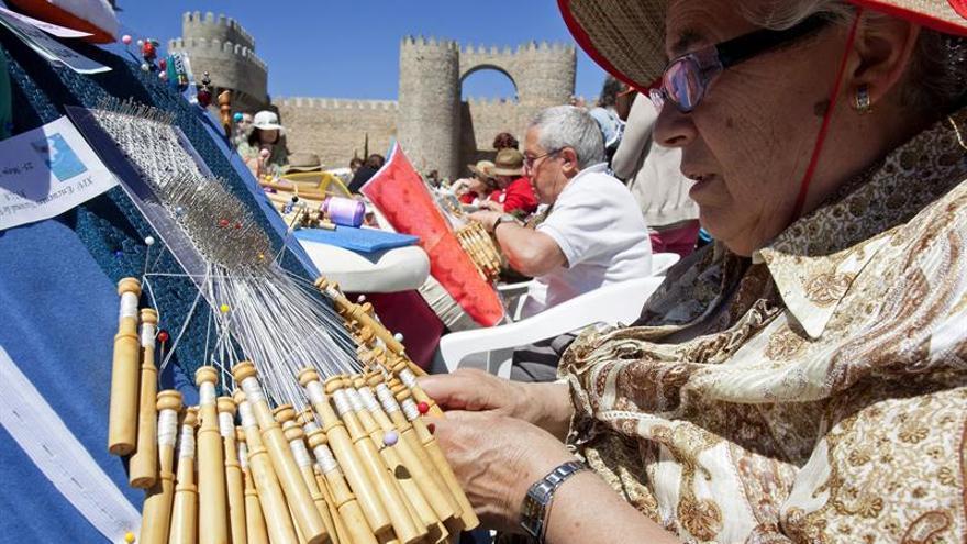 Casi 400 bolilleras se dan cita en el tercer Encuentro de Encaje de Bolillos