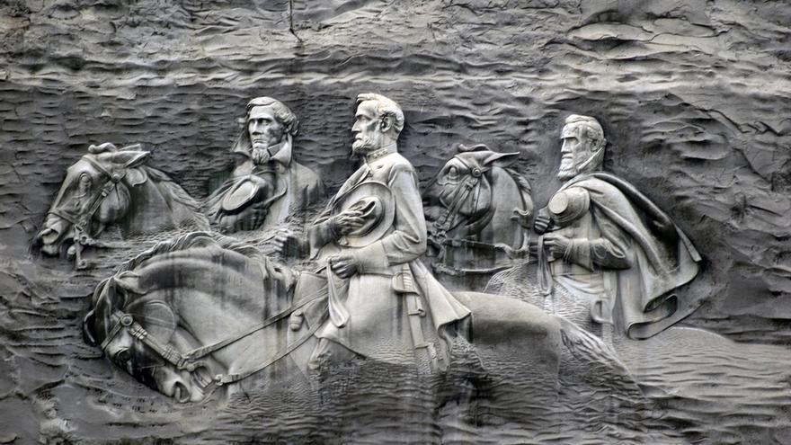 Figuras confederadas talladas en Stone Mountain