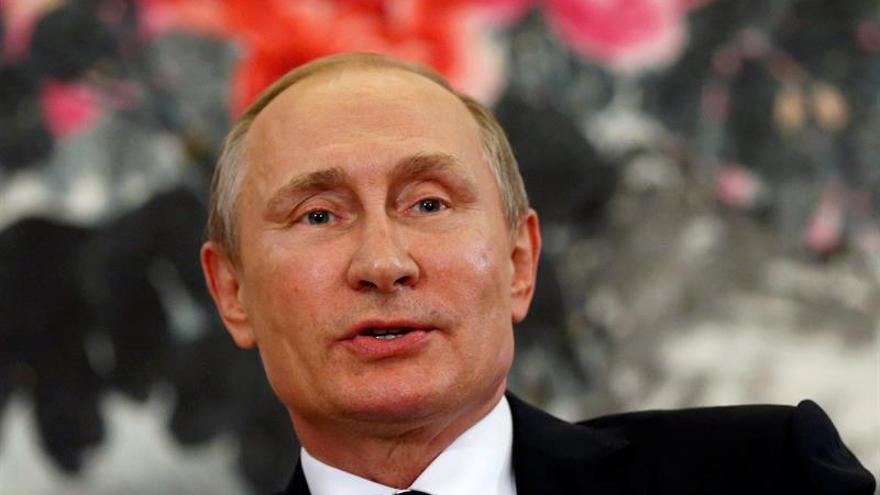 Putin rindió homenaje al fallecido líder uzbeko en su Samarkanda natal
