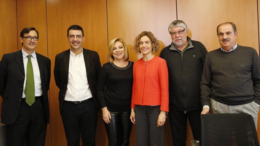 """El PSC ve """"aparcada"""" la """"amenaza"""" de no participar en la elección del líder del PSOE y Ferraz no lo descarta"""
