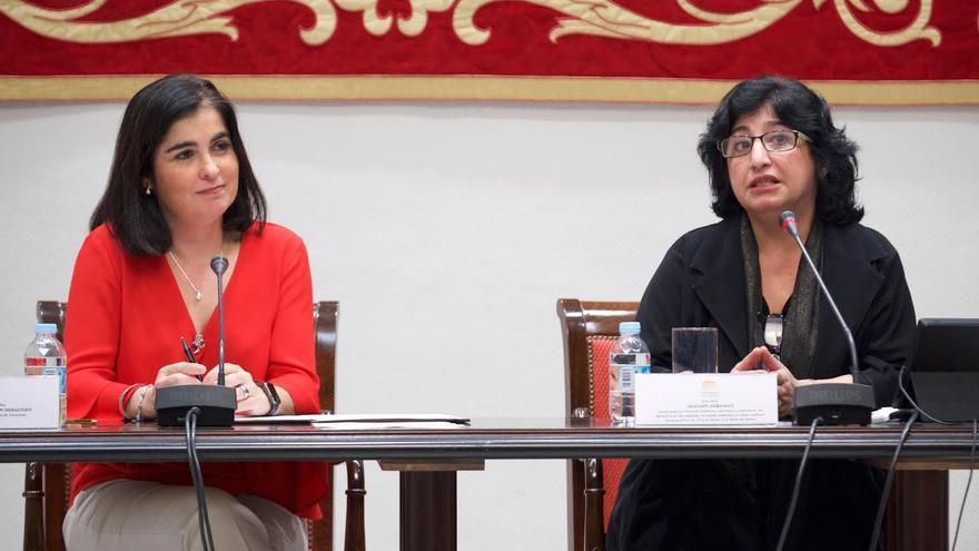 Carolina Darias y Nazanín Armanian, en la Cámara regional, este viernes