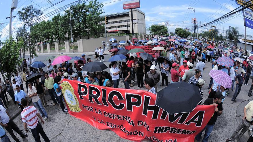 Maestros de Honduras protestan por la falta de salarios y el contra alza de los precios