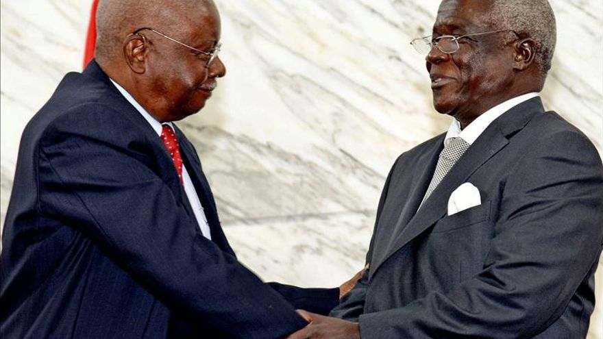 Mozambique. Renamo, ecos de guerra, miserias varias. Frelimo en el poder. Presidente-Mozambique-exlider-rebelde-firman_EDIIMA20140905_0615_4