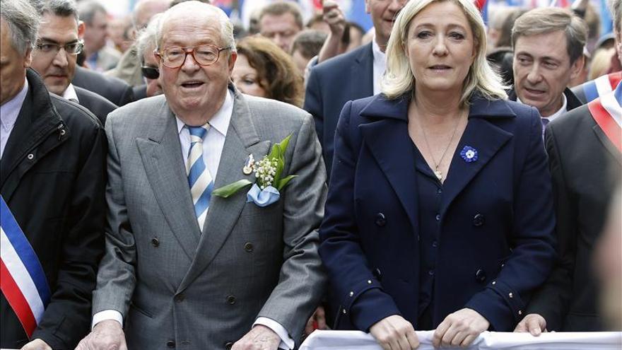 Marine Le Pen acompañado de su padre Jean Marie Le Pen.