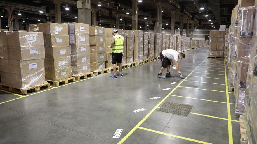 El almacén logístico de material sanitario contra la COVID-19 que la Generalitat Valenciana tiene en Feria València.