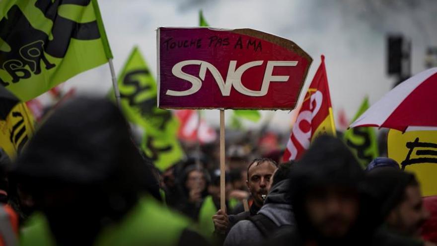La huelga en Francia afectará a conexiones aéreas y por tren con España