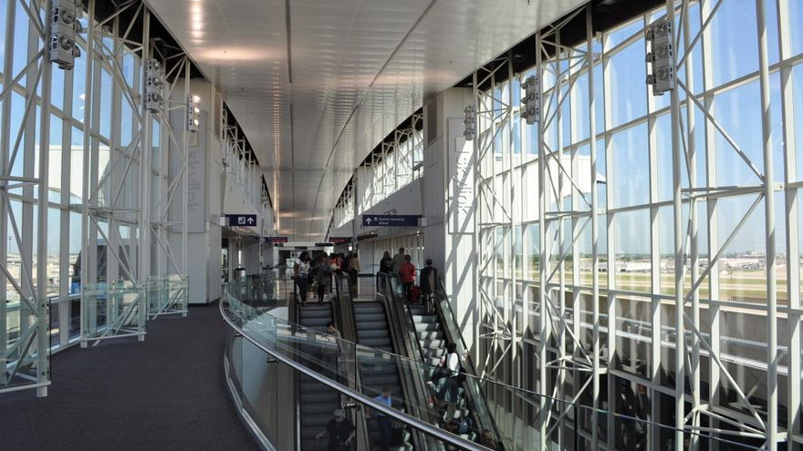 Interior del Aeropuerto de Dallas Forth Worth