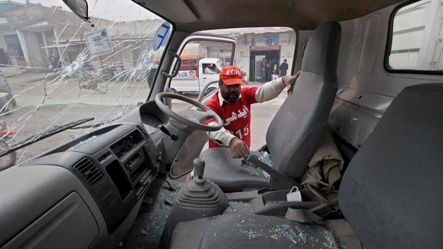 Asesinados 3 policías paquistaníes en un atentado con bomba en Peshawar
