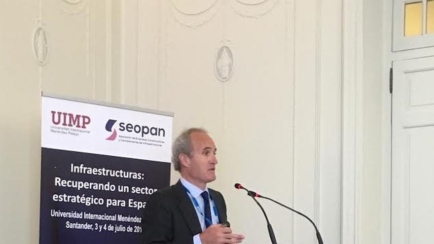 El presidente de Seopan pide potenciar la colaboración público-privada y mejorar la regulación concesional