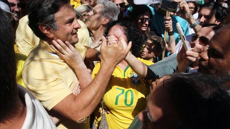 Un sondeo pone al opositor Aécio Neves como favorito para las elecciones de Brasil en 2018