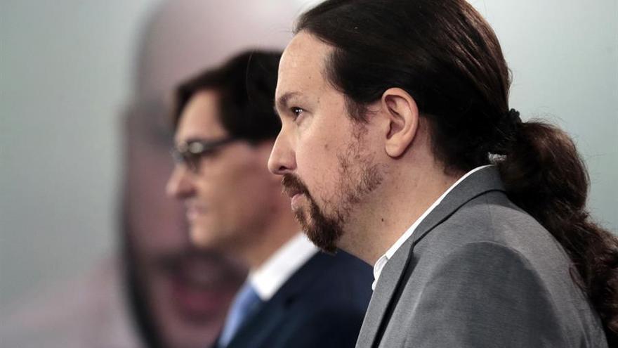 El vicepresidente segundo del Gobierno, Pablo Iglesias, comparece ante los medios junto al ministro de Sanidad, Salvador Illa.