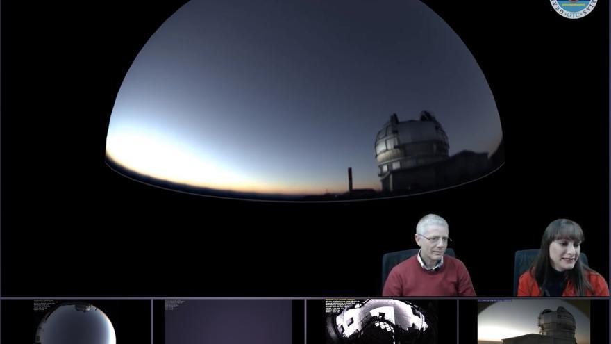 Romano Corradi, director del Gran Telescopio Canarias, junto con  Elena Nordio, este sábado, durante la presentación.