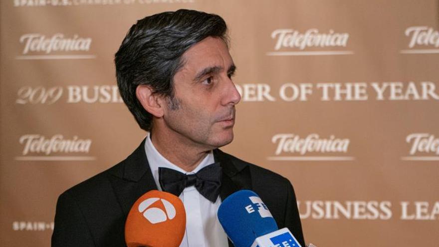 """El presidente de Telefónica España, José María Álvarez-Pallete, habla durante una entrevista en la entrega de los premios """"Business leader of the year award"""", este martes en Nueva York (Estados Unidos)."""