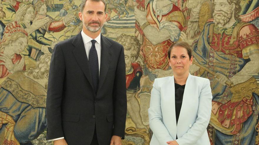 El Rey Felipe VI recibe en la Zarzuela a la presidenta de Navarra Uxue Barkos.