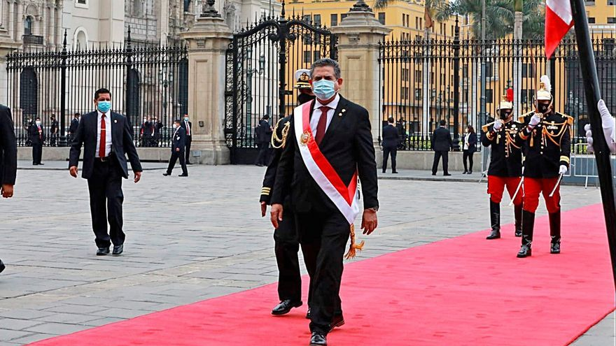 Merino, tercer presidente de Perú en cuatro años con apenas 5.000 votos