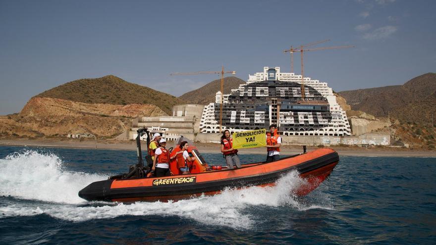La acción se ha realizado desde el buque de Greenpeace 'Esperanza'