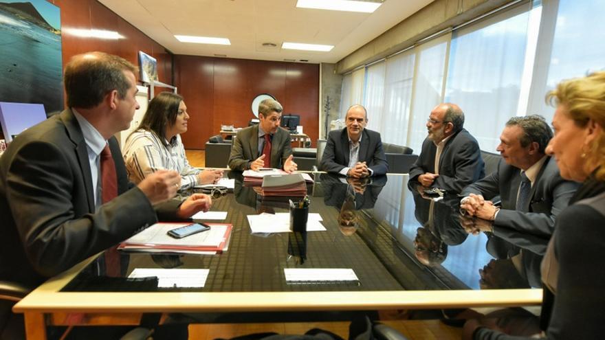 Reunión promovida por el Cabildo para coordinar los viajes del Imserso a Tenerife