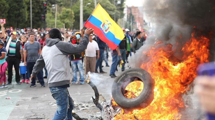 Fuerzas de seguridad retomaron este martes el control de la sede de la Asamblea Nacional en Ecuador (Parlamento) después de que cientos de manifestantes indígenas asaltaran el edificio