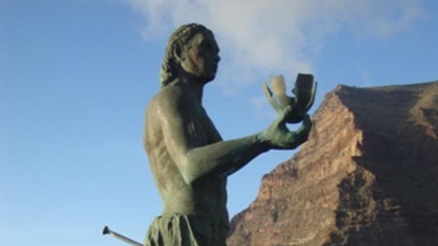 Escultura monumental de Hautacuperche en Valle Gran Rey (La Gomera).