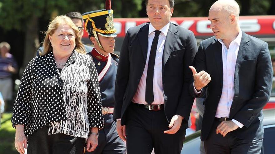 Renzi homenajea al prócer San Martín en su primer acto tras llegar a Argentina