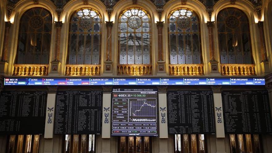 El IBEX 35 se deja un 0,13 por ciento pero conserva los 10.200 puntos pese a la banca