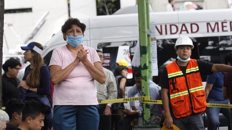 Un centenar de muertos y 53 rescatados entre escombros en la capital mexicana