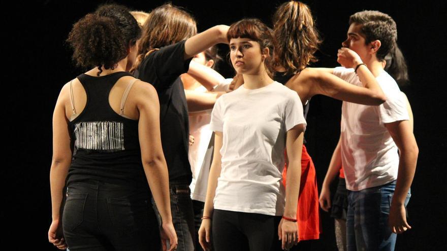 Teatro contra la trata, alumnos del colegio Lourdes en la 4ª Feria de Economía Solidaria de Madrid (Matadero, 2016)