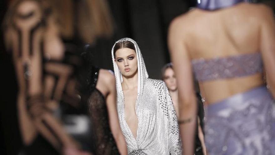 La Semana de la Alta Costura de París arranca con el desfile de Versace