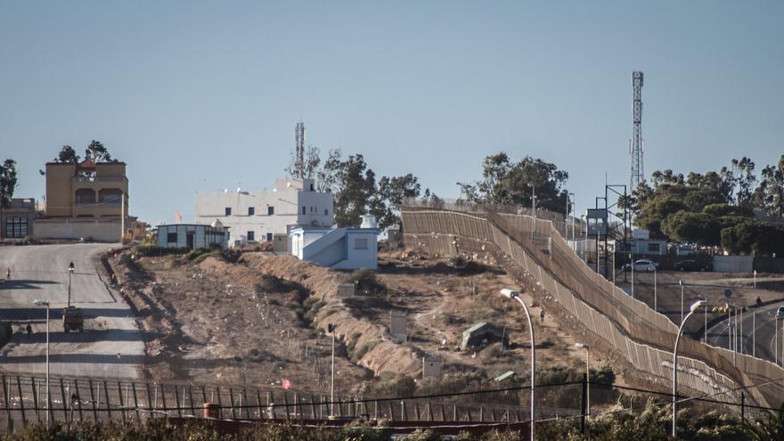 Vista de la valla de Melilla desde el lado marroquí. / J.Blasco de Avellaneda