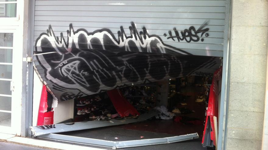 Los comerciantes de Triana piden mayor vigilancia tras el alunizaje en una tienda deportiva