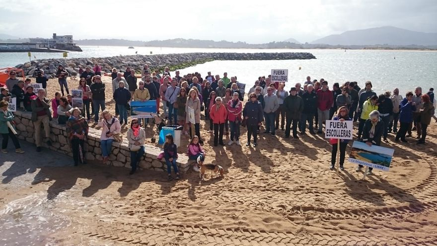 La Plataforma Salvar La Magdalena pide la retirada del dique construido y que se proteja el paisaje