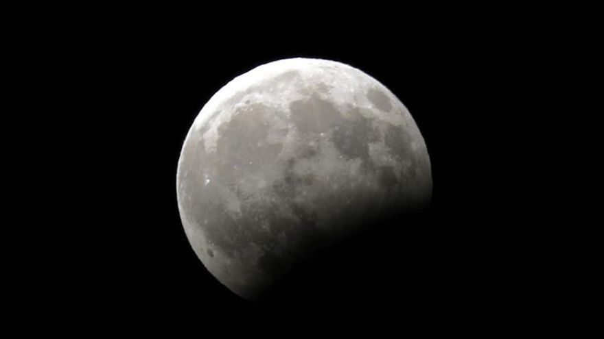 La Luna se suma al aniversario con un eclipse parcial visible desde España