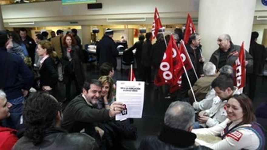 Delegados sindicales protestan contra el retraso en jubilación