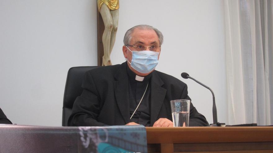 """El arzobispo de Mérida-Badajoz: grabar el vídeo de C.Tangana y Nathy Peluso en la catedral de Toledo, """"una imprudencia"""""""