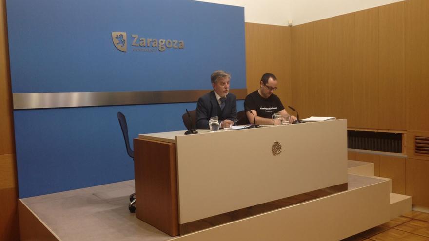 El alcalde de Zaragoza, Pedro Santisteve, y el concejal de Servicios Públicos, Alberto Cubero.