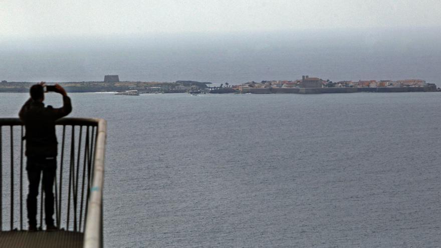 """El embajador de Italia destaca el """"lazo"""" que une su país con Alicante: Tabarca"""