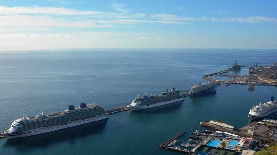 Cruceros en el puerto de Santa Cruz de Tenerife/ Foto cedida