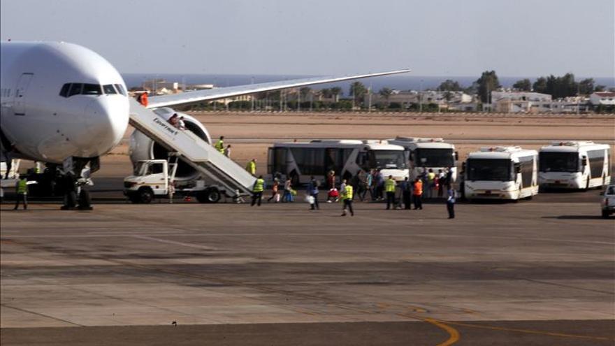 Rusia envía aviones militares a Egipto para recoger el equipaje de sus turistas