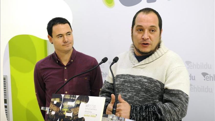 EH Bildu pide a los vascos que se pongan en pie como en Cataluña para decidir