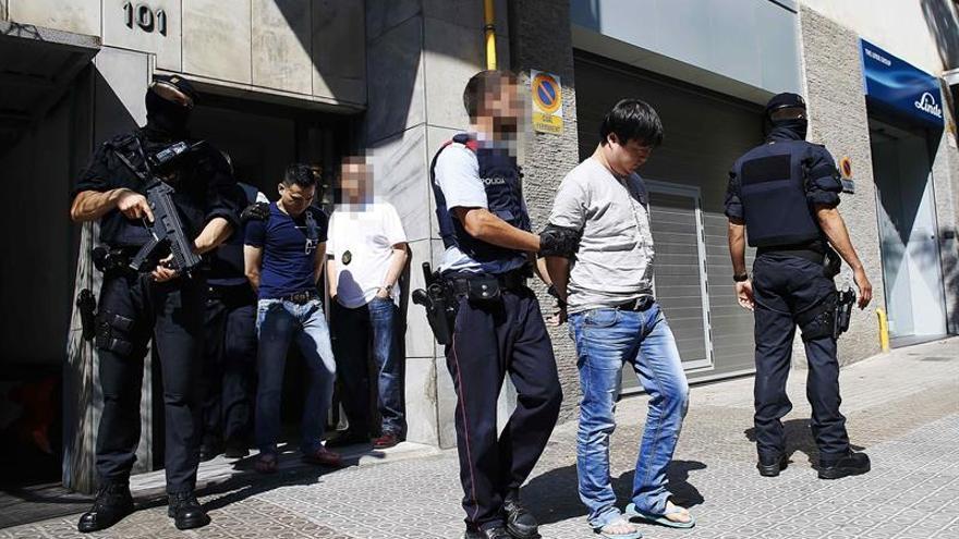 Detenció en l'operatiu policial d'aquest dimarts contra una presumpta màfia xinesa en el qual es va identificar els periodistes