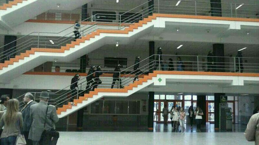 Antidisturbios en el campus de Somosaguas de la UCM